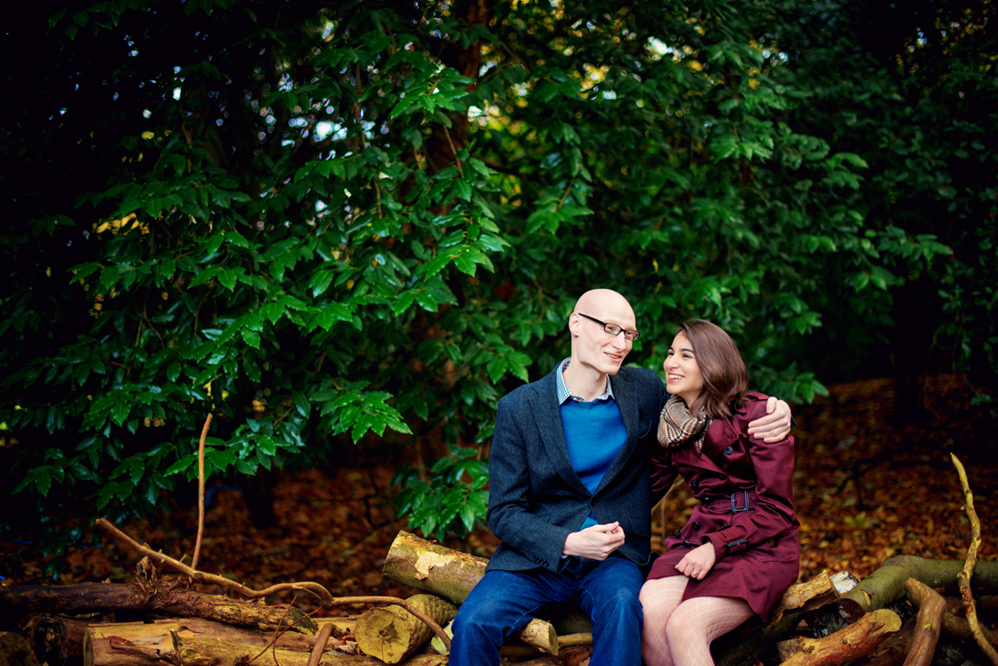 The-Royal-Holloway-London-Wedding-Photographer-David-and-Yasamin-Autumn-Engagement-Session-Photography-By-Vicki003