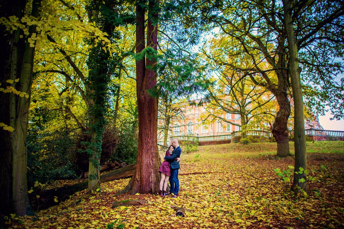 The-Royal-Holloway-London-Wedding-Photographer-David-and-Yasamin-Autumn-Engagement-Session-Photography-By-Vicki010