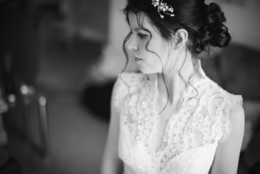 Bartholowmew-Barns-West-Sussex-Wedding-Photographer-Justin-and-Natalie-Photography-By-Vicki019