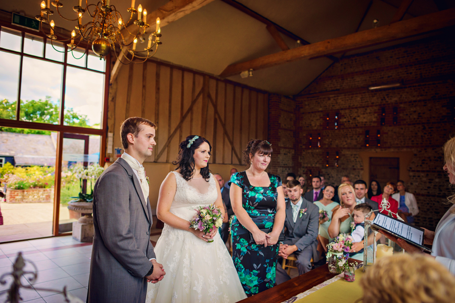 Upwaltham-Barns-Hampshire-Wedding-Photographer-Matt-and-Lyndsay-Photography-By-Vicki018
